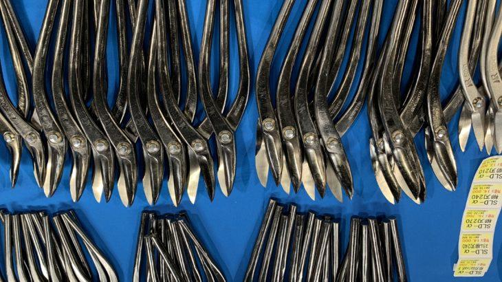 板金工具の展示会 板金・ルーフなどの工具がずらり